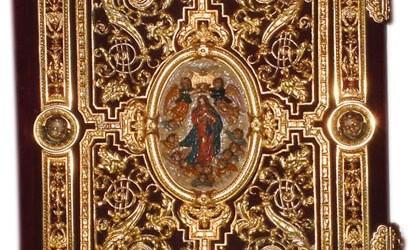 Insignias y enseres procesionales Cruz de guía realizada en plata de ley en 1.998 por los orfebres Hermanos Delgado. Reproduce […]