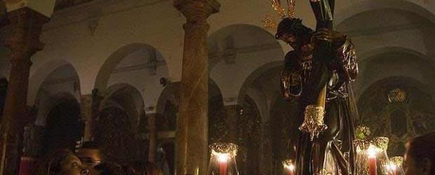 Se nos ha cursado invitación por la Hermandad de la Candelaria para que los hermanos de Santa Cruz portemos las andas de Nuestro Padre Jesús de la Salud un tramo del recorrido de ida a la S.I. Catedral