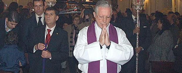 El pasado sábado 29 de Junio, Solemnidad de los Santos Apóstoles Pedro y Pablo, nuestro Párroco D. Eduardo Martín Clemens, fue nombrado canónigo de la S.I. Catedral de Sevilla.